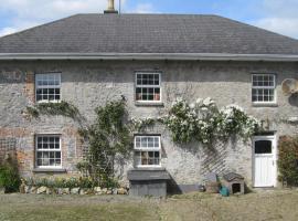 The Pond House at Saffron Hill, Dún ar Aill