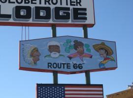 Globetrotter Lodge, 홀부록