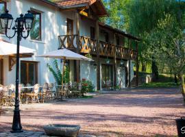 La Ferme aux Biches, Commelle-Vernay