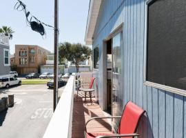 Sunset Beach Bungalow Suite: Steps to Beach, Huntington Beach