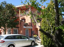 Helen's House, Castel di Leva