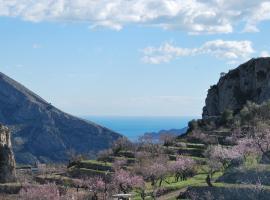 El Almendro y la Montaña, Tárbena