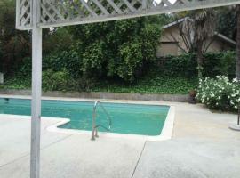 Tarzana 3BD House with a pool, Tarzana