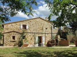 Holiday home Gite du Cheval Blanc, Pougnadoresse