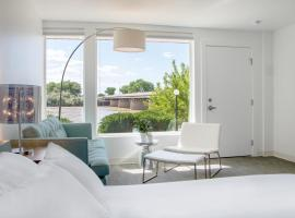 Skyfall Guestrooms, Green River
