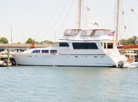 Ocean Romance Dockside Bed & Breakfast Yacht, Newport