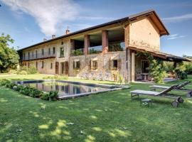 La Casa Delle Grottesche, Cavour
