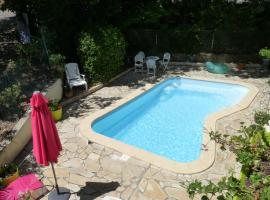 Poolside Apartment, Gabian