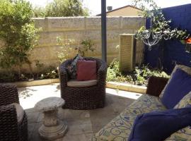 Relax, bright & airy garden Villa, Перт