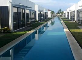 Village at the Pool, El Espino