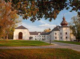 Chateau Appony, Oponice