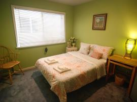 (2A) Cozy Private Bedroom near Daly City BART Subway Station, Daly City