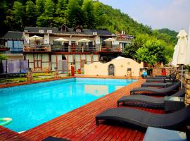 Mountain Cat Inn, Deqing