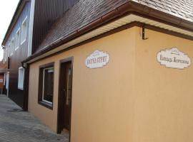 Oversleep Hostel, Uhnov