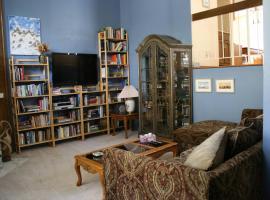 Luxurious Mountain View Condominium, Calabasas
