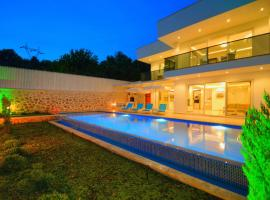 Private Villa Arel, Üzümlü