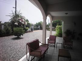 Ahoto Guest House, Prampram