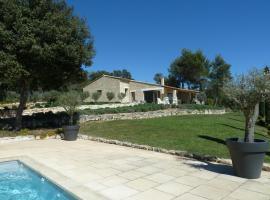 Villa Ménerbes, Ménerbes