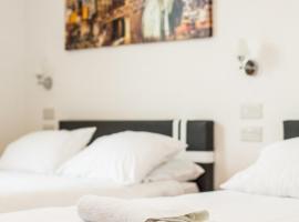 The Solar Strand Hotel, Crosskeys