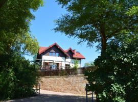 House with a garden, Bolechowice