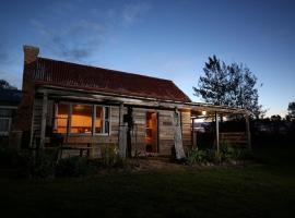 Historic Pioneers Hut, Booroolite