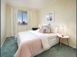Luxury Holiday House in Central Melbourne, Box Hill