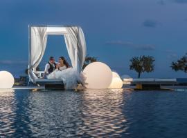 Mediterranean Beach Palace Hotel, Камари