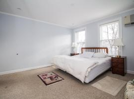 Charming 2 Bedroom Close to Harvard and MIT!Subway, Somerville