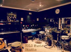 Yolo Guesthouse, Toronto