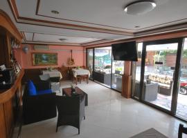 Kingfisher House & Bar