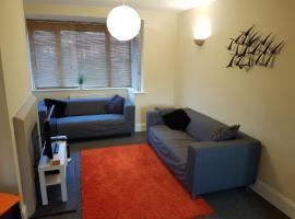 Cliffe Avenue- Serviced Accommodation, Hamble