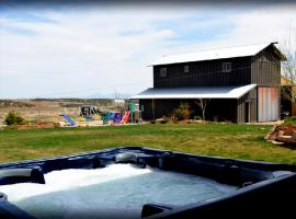 Barn Loft Cabin with Hot Tub, Blanding