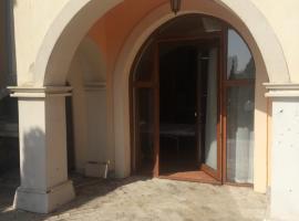 Villa Romana 30, Elenite