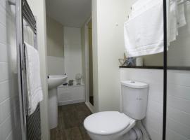 Diamond - Castle Green Apartment, 덤바턴