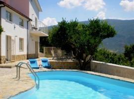 Villa Con Vista, Albanella