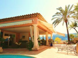 Villa avec piscine, 카로스