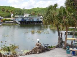 Villa Lagoon Inn, Tavares