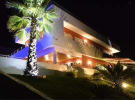 Studios de luxe + piscine (2 à 6 personnes), L'Escarène