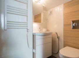 Lakeview Mansion Apartment, Bukulti