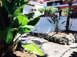 Cozy Cottage: secret garden, Valleseco