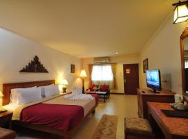Sabai Resort, Pattaya (centre)