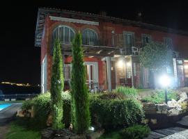 Red Wine Camere, La Morra