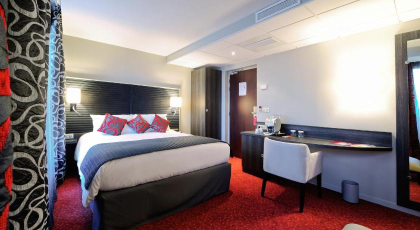 Hotel mercure paris pont mirabeau france for Hotel paris telephone