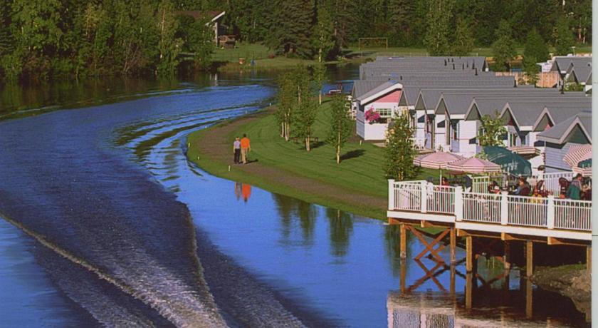 ★★★ River's Edge Resort