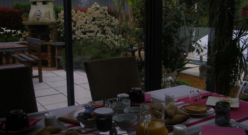H tel au jardin d 39 eden france poilley for Au jardin guesthouse
