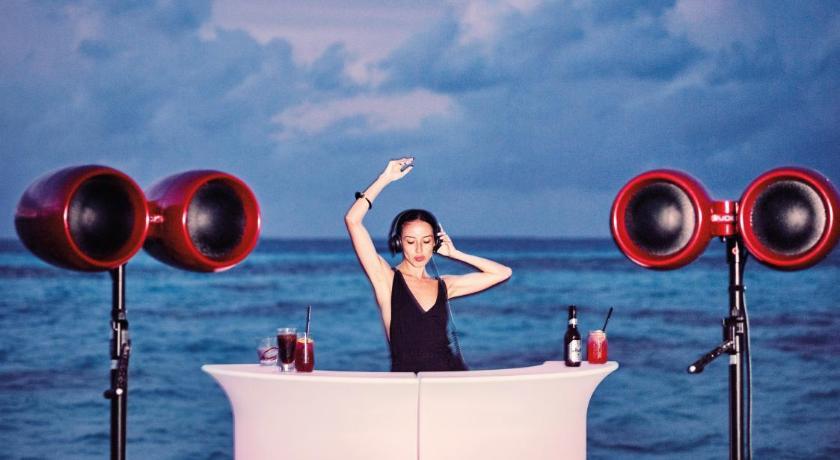 ночная жизнь бар в LUX South Ari Atoll