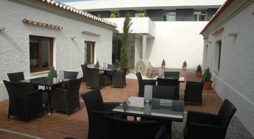 boutique hotels in torrijos  18