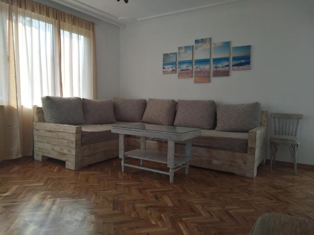 Апартамент Kazakova - Царево