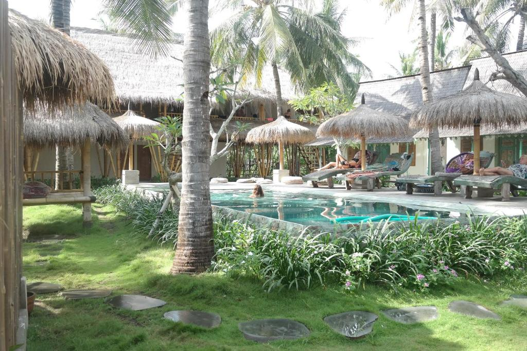 Der Swimmingpool an oder in der Nähe von Captain Coconuts Gili Air