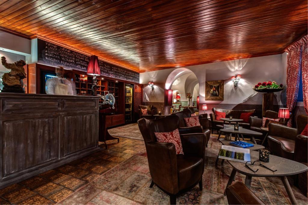 apartment landhaus grinzing vienna austria. Black Bedroom Furniture Sets. Home Design Ideas